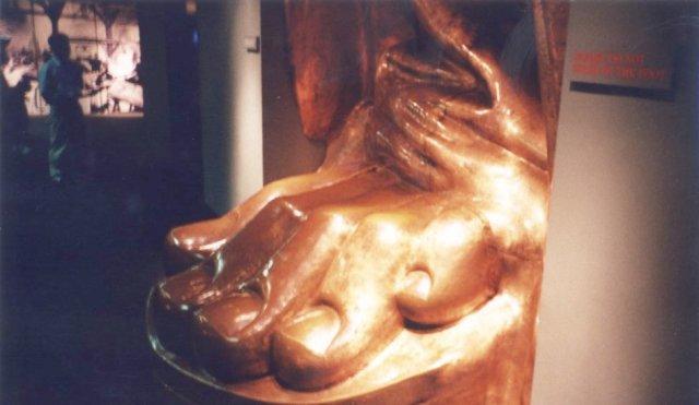 Statue_foot